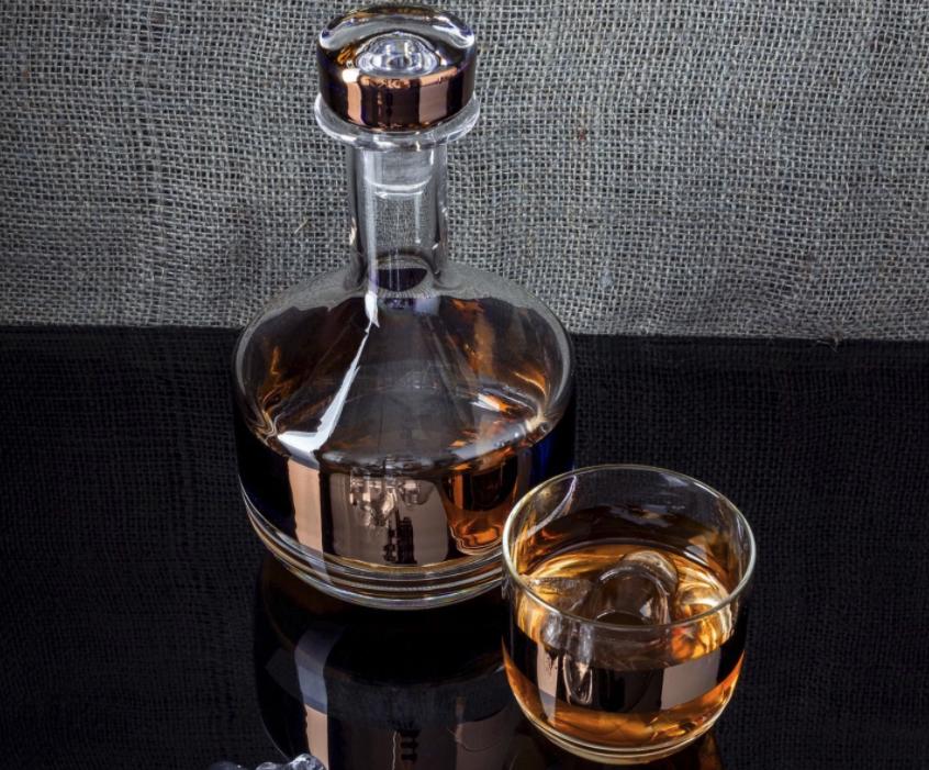 Un exemple de carafe pour conserver votre whisky sans frigo à la place d'une bouteille
